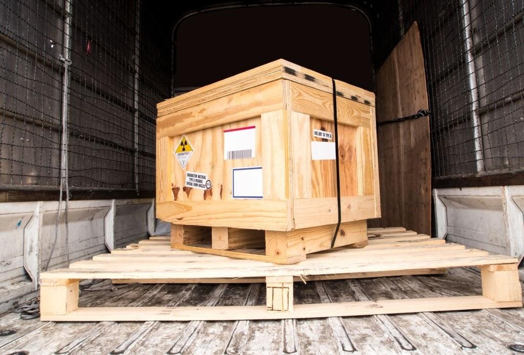 Dịch vụ gửi hàng nhanh ưu nhược điểm của đóng hàng thùng gỗ